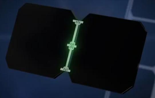 Il retro della cella Maxeon con contatti in rame assicura flessibilità alle dilatazioni termiche